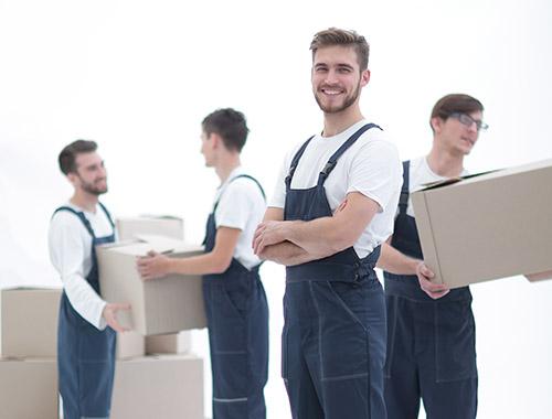 Firmenumzüge-Umzugs-Mitarbeiter