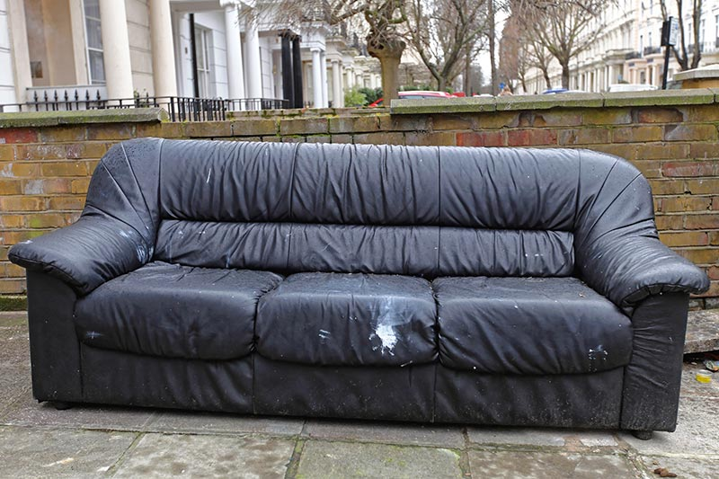 Entsorgung-Möbel-Altes-Sofa